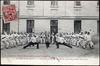 Saumur (M.-et-L.) - Pose plastique à l'Ecole de cavalerie (Salle d'armes)